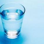 1日2Lの水を飲む理由とは。入ってから出るまで体を巡る水のコト
