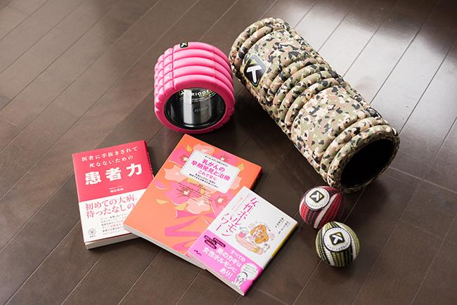 増田さん愛用の、筋膜トレーニング用グリッドと、マッサージ用トリガーポイントボール